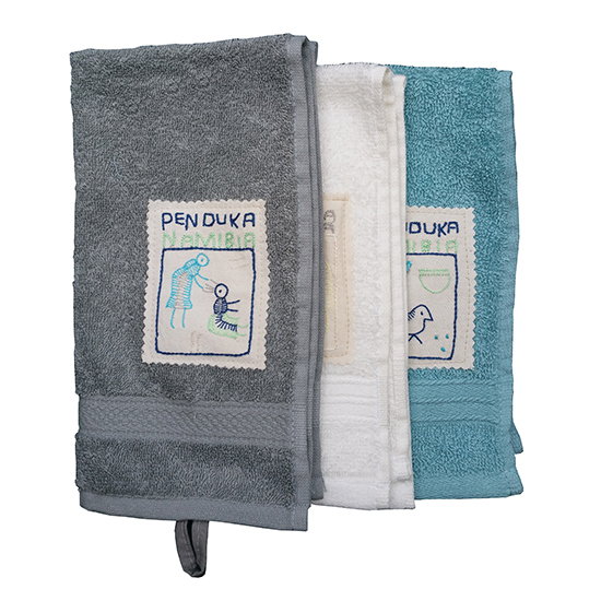 Badkamer: Guest towels with village motifs embroidered labels (set of 3)