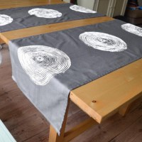 Table runner 'basket print' grey
